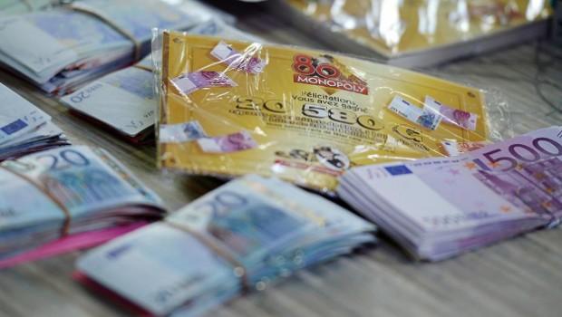Les veritables billets de banque repartis dans 80 boites de monopoly en france